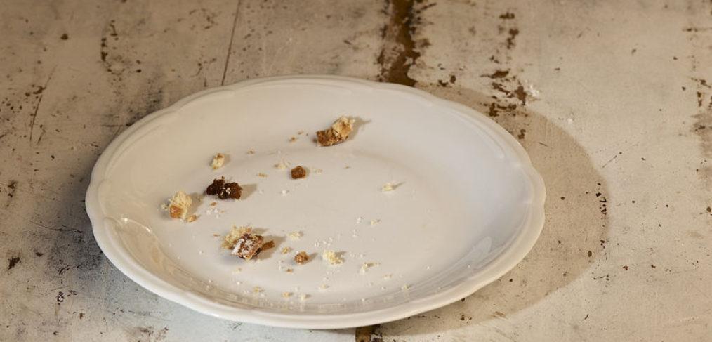 plate-crumbs-eat bread 90
